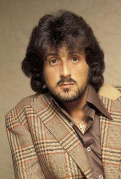 Sylvester Stallone, 1979 Funny Texts Pranks, Funny Work Jokes, Funny Jokes To Tell, Funny Couples Memes, Funny People Quotes, Funny People Pictures, Funny Memes, Funny Tumblr America, America Funny