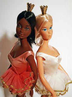 Ballerina Cara and Barbie, Mattel. Doll Clothes Barbie, Vintage Barbie Dolls, Barbies Dolls, Beautiful Barbie Dolls, Barbie Dream, Childhood Toys, Childhood Memories, Ballerina Barbie, Princess Barbie