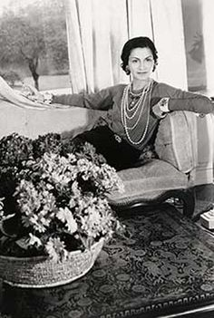 "Today marks a momentous day in fashion and beauty history: The birthday of Gabrielle ""Coco"" Chanel. Born in Chanel spent her early life in an orphanage and ultimately became one of the most famous. Estilo Coco Chanel, Coco Chanel Mode, Chanel Nº 5, Perfume Chanel, Mademoiselle Coco Chanel, Coco Chanel Fashion, Coco Chanel Quotes, Chanel Brand, Chanel Couture"