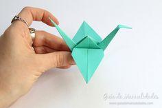 Cómo hacer grullas de origami y armar un móvil - Guía de MANUALIDADES Nintendo 64, Diy, Kawaii, Origami Paper, How To Make, Origami Mobile, Paper Ornaments, Pendants, Build Your Own