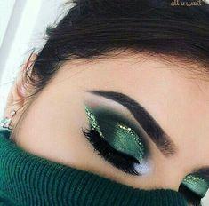 Make Up; Make Up Looks; Make Up Augen; Make Up Prom;Make Up Face; Green Eyeshadow Look, Makeup Looks For Green Eyes, Makeup For Green Eyes, Eyeshadow Looks, Eyeshadow Makeup, Lip Makeup, Eyeliner, Metallic Eyeshadow, Prom Makeup