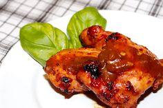 Grillezett csirkecomb recept sárgabarackos chutney-val: A chutney egy fűszeres szósz, melynek jellegzetes ízét a különböző gyümölcsök adják, ez a recept sárgabarackkal készült. Egy grillpartin a vendégeinket könnyedén lenyűgözhetjük ezzel az egyszerű sárgabarackos chutney recepttel. A receptben szereplő húsmennyiség a már kicsontozott csirke felsőcombokra vonatkozik.