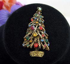 Rhinestone-CHRISTMAS-TREE-BROOCH-Vintage-PIN-Jewelry-Goldtone-Signed-ART