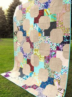 Love the background texture--again an old pattern looks fresh and modern.