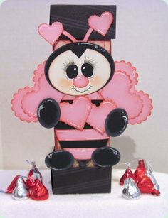 """""""Bee my Valentine"""" pink bee. This would be adorable with any treat for Valentine's day. Paper Punch Art, Punch Art Cards, Valentine Crafts, Valentine Day Cards, Paper Piecing, Bee Cards, Craft Punches, Cricut Cards, Kids Cards"""