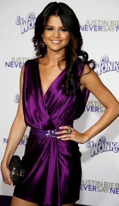 Selana Gomez in purple dress at a holiday concert (décember 14, 2011) in San José, California.