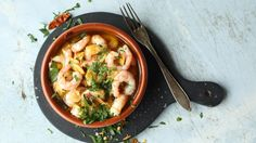 Garlic Shrimp with Chili / Hvitløksreker med Chili Retro Recipes, Ethnic Recipes, Garlic Shrimp, Thai Red Curry, Ramen, Tapas, Chili, Food And Drink, Chicken