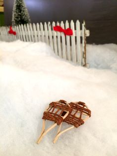 Learn how to make a pair of miniature antique-looking snow shoes in this tutorial from The Mini Time Machine Museum of Miniatures.