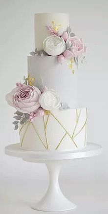 Looking For A Metallic Wedding Cake? Planning A Hen Party Or Wedding In 2018? Here Are The Most Stylish Wedding Cakes You Need To Know About For 2018.