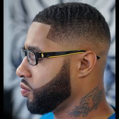 Fade Haircut for Black Men can give that fantastic fresh and clean feel that fades do. Such black men haircuts offer varied lengths for hair. Fade Haircut With Beard, Taper Fade Haircut, Beard Haircut, Tapered Haircut, Black Men Haircuts, Black Men Hairstyles, Cool Haircuts, Hairstyles Haircuts, Natural Hairstyles