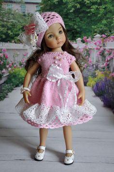 Rosa strikket kjole med blonder