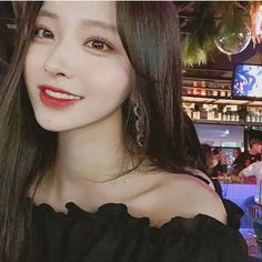 Find images and videos about girl, cute and beautiful on We Heart It - the app to get lost in what you love. Korean Beauty Girls, Pretty Korean Girls, Cute Korean Girl, Cute Asian Girls, Beautiful Asian Girls, Asian Beauty, Cute Girls, Mode Ulzzang, Ulzzang Korean Girl