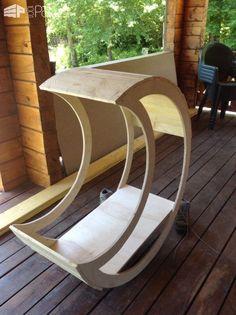 "Une Version ""Ouverte"" Du Berceau Lune / An Open Version of the Half-moon Cradle DIY Pallet Bedroom - Pallet Bed Frames & Pallet Headboards Fun Pallet Crafts for Kids"