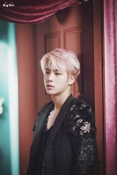 Jin ❤️ this pink hair has me weak