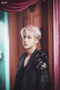 Jin ❤️ this pink hair has me weak