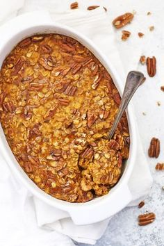 Healthy Baked Pumpkin Oatmeal - Studded with pecans and laced with the perfect blend of warm spices, this gluten free cozy baked oatmeal hits all the right notes! Baked Pumpkin Oatmeal, Vegan Oatmeal, Gluten Free Oatmeal, Vegan Pumpkin, Baked Oatmeal Recipes, Healthy Baked Oatmeal, Baked Oats, Oatmeal Breakfast Recipes, Pumpkin Spice