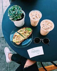 Avocado toast coffee x I Love Food, Good Food, Yummy Food, Avocado Dessert, Tumblr Food, Healthy Food Tumblr, Brunch, Healthy Snacks, Healthy Recipes