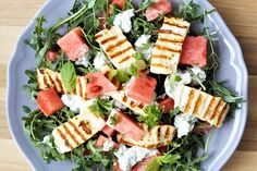 Vannmelonsalat med halloumi og myntedressing Halloumi, Pasta Salad, Cobb Salad, Feta, Always Hungry, Comfort Food, Frisk, Food And Drink, Yummy Food