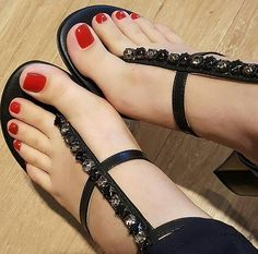 I love women's feet! Sexy Sandals, Hot Heels, Cute Sandals, Sexy High Heels, Beautiful Sandals, Beautiful High Heels, Beautiful Toes, Beautiful Ladies, Nice Toes