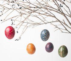 Klar kann man #Eier anmalen. Man kann die #Ostereier aber auch mit #Wachs #verzieren! Wir wünschen schöne #Ostern und viel Spaß beim #Basteln! #geolino #kinder