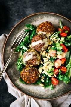 Perfect Blender Cauliflower Falafel Tahini Bowl - Paleo Gluten Free Eats - FOOD // SALAD - These warm, spicy falafel are better than the real deal! Packed with cauliflower and fresh herbs! Whole 30 Vegetarian, Beginner Vegetarian, Vegetarian Meal Prep, Whole30 Dinner Recipes, Vegetarian Recipes, Cooking Recipes, Healthy Recipes, Paleo Meals, Lunch Recipes