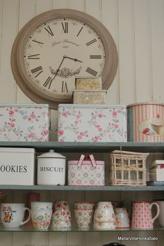 shabby tins to hold those food products in a pantry