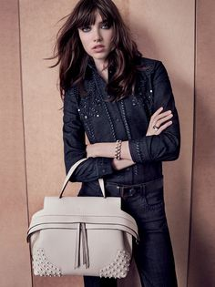 Tod's presents another picture from the Women's Autumn Winter 2015-16 Campaign. Discover the gallery at www.tods.com/tods-aw16-womens-adv #tods #fw1516