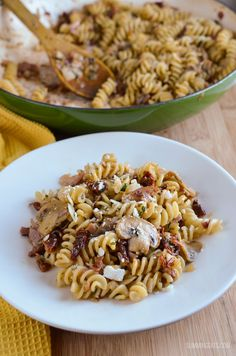 Slimming Eats Bacon, Mushroom and Sun-Dried Tomato Pasta - gluten free, dairy free, Slimming World and Weight Watchers friendly Healthy Eating Recipes, Healthy Cooking, Cooking Recipes, Healthy Food, Healthy Dinners, Bacon Stuffed Mushrooms, Bacon Mushroom, Mushroom Pasta, Slimming Eats