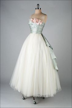 Tendance Robe De Mariée 2017/ 2018 : 1950's Dress with silk satin millinery trim by Cecil Chapman