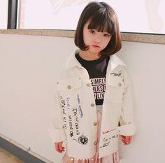 Cô nhóc 5 tuổi tóc ngắn, mặt xinh, mặc đồ yêu không tả xiết - Ảnh 8.