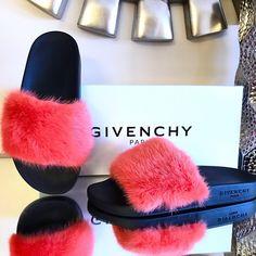 a46a9890373 Givenchy Coral Mink Fur Ss17 Runway Slides Flip Flops 37 Sandals Size US 7  Regular (M