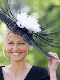This year's biggest racing event has kicked off! See all the wonderful fashions in pictures at Royal Ascot 2012 Silly Hats, Fancy Hats, Races Fashion, Fashion Hats, Royal Ascot Hats, Hair Ornaments, Fascinators, Headpieces, Headgear