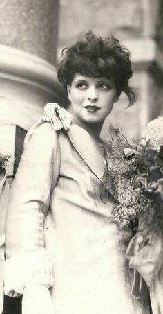 Clara Bow, in Austin Texas, Sept 1926. Met with Gov Ma Ferguson (cropped from photo)