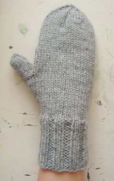 This is a straightforward mitten pattern that works up quickly.