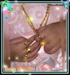 Baby fingers Beautiful