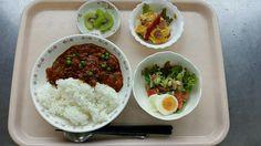 5月16日。ハヤシライス、スペイン風オムレツ、豆入りサラダ、キウイでした!ハヤシライスが特に美味しかったです!628カロリーです