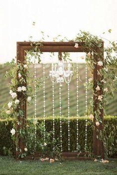 Vintage frames and chandeliers wedding arch decoration ideas Wedding groundwork; Wedding Arch Rustic, Wedding Ceremony Backdrop, Ceremony Arch, Farm Wedding, Wedding Backdrops, Vintage Wedding Backdrop, Outdoor Ceremony, Wedding Events, Decor Wedding