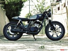 A tired old Yamaha SR500 race bike gets a new lease of life, thanks to Chappell Customs. And isn't she pretty?