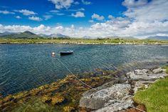 Le magnifique village de Cong dans le Connemara...   #cong #ireland #irlande #connemara #alainntours   © Tourism Ireland Le Connemara, 3 Picture, Beaux Villages, Ireland, Irish, Tourism, Donegal, River, Mountains
