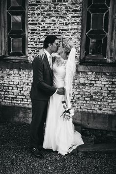 #wedding #pictures #shoot #urban #kiss #wall #black #white #photography #edopaul