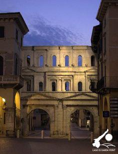 Verona: Verona, Porta Borsari.  Lago di Garda | @LagoGardaPoint |  |  |  |  >> Sfoglia le Offerte!