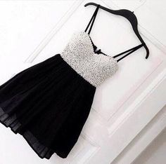 Afbeelding via We Heart It #beautiful #black #dress #dresses #fashion #flawless #girl #girly #glam #glitter #Hot #pretty #shirt #silver #skirt #sparkly #style #white #chlotes