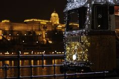 Christmas trams in Budapest also in 2012, they will run on both sides of the Danube until early January. Take a ride!