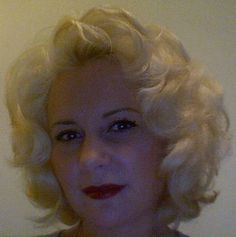 How to get Marilyn Monroe style curls