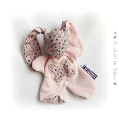 """Doudou lapin pour bébé. Moubbi """"mon papillon"""" rose à fleurs .Fait main, Unique et original. : Jeux, peluches, doudous par kore-and-co"""