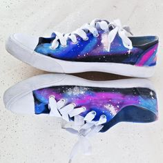 Galaxies are such a fun way to decorate things. This DIY is a creative way to decorate white canvas shoes with permanent markers!