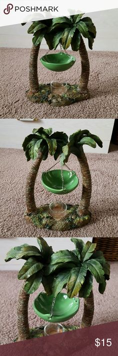 Tart warmer Palm tree tart warmer...warmer it self perfect condition..tea light holder (last picture) has tiny nick in it...would not see if it wasn't pointed out.. Other