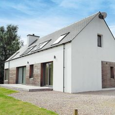 Vacation House in Roybridge House Without Roof, Kitchen Extension Exterior, Sip House, House Designs Ireland, Classic House Exterior, Modern House Facades, Long House, Farmhouse Landscaping, Modern Bungalow
