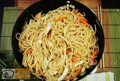 Wok, Spaghetti, Curry, Ethnic Recipes, Drinks, Drinking, Curries, Beverages, Drink