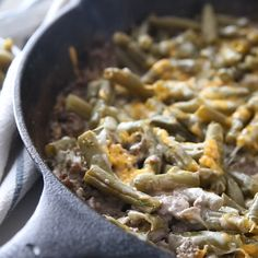 This Keto Ground Beef Casserole is the perfect comfort dish. Easy to make and hearty, you'll love every single bite of this easy keto recipe. 7 Vorteile dieser Keto-Schonkost Dann und n Ketogenic Recipes, Healthy Recipes, Healthy Food, Ketogenic Diet, Healthy Vegetables, Lunch Recipes, Diabetic Recipes For Dinner, Keto Crockpot Recipes, Atkins Recipes